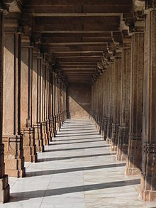 220px-Pillars_in_Periphery_of_Jama_Masjid