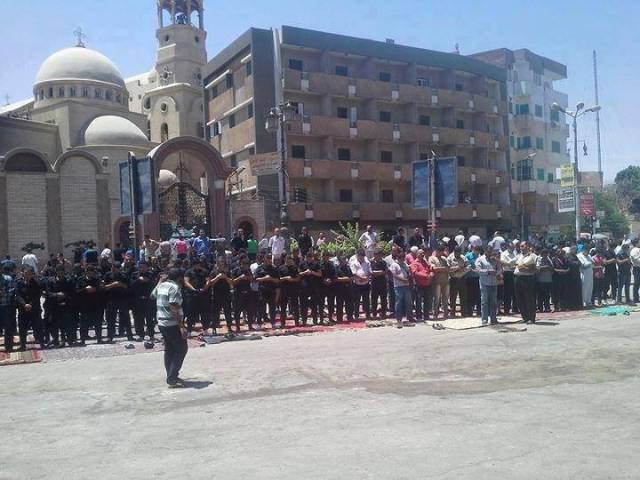 muslims-protecting-churches