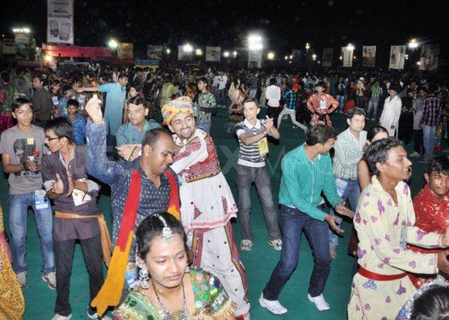 1317417059--navratri-raasgarba-mahotsav-celebrations-in-india_852304