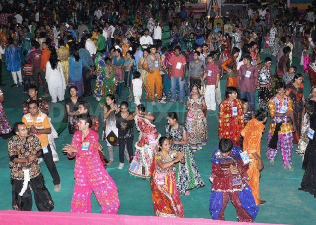 1317417060--navratri-raasgarba-mahotsav-celebrations-in-india_852309