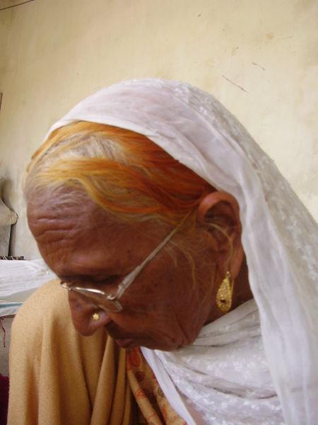 450px-Old_Punjabi_Woman
