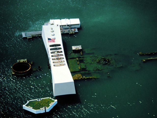 u-s-s-arizona-memorial-pearl-harbor-hawaii