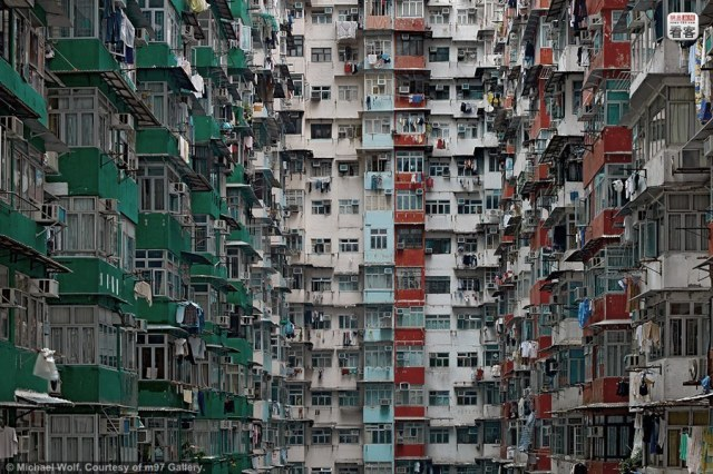 hong-kong-residential-buildings-michael-wolf-architecture-of-density-04
