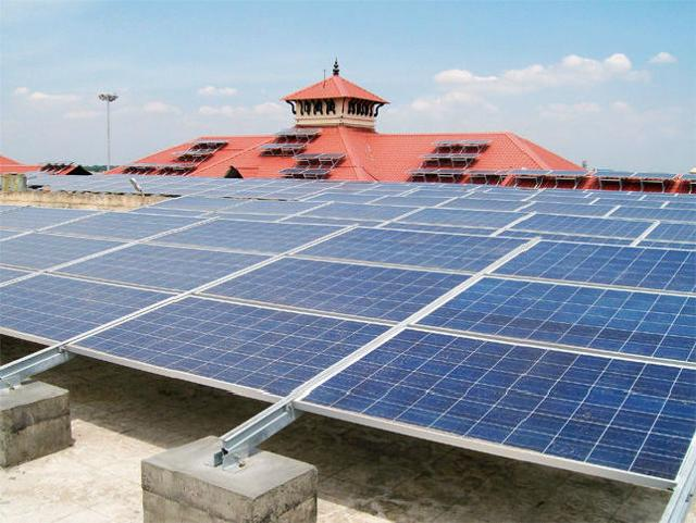 cochin-airport-indias-first-to-use-solar-power-for-grid