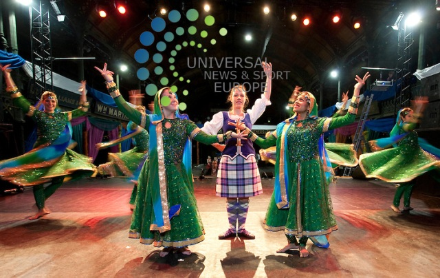 , Mischa Brever (28) kilt.. Dumfreis ans Desi Dance group Polloksheilds Glasgow. Indian and Scottish ,dancers perform ahead of Games ceremony. Rehearsal of event celebrating Indian and Scottish culture ahead of the closing ceremony of the Delhi Commonwealth Games, with the event passing to Glasgow for 2014 Picture Johnny Mclauchlan/Universal News and Sport (Scotland)13/10/2010