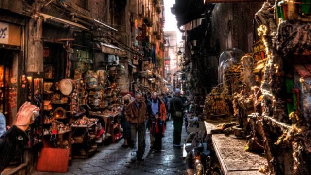 neapolitan-nativity-scene-san-gregorio-armeno-street-800x450